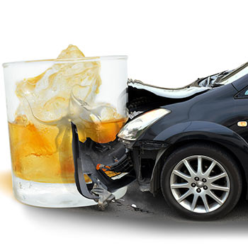 Driving Under the Influence Attorney Tampa Florida. Photo of a wrecked car and an alcoholic drink.